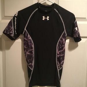 Under Armour Boys heatgear Black Shirt. Size SM